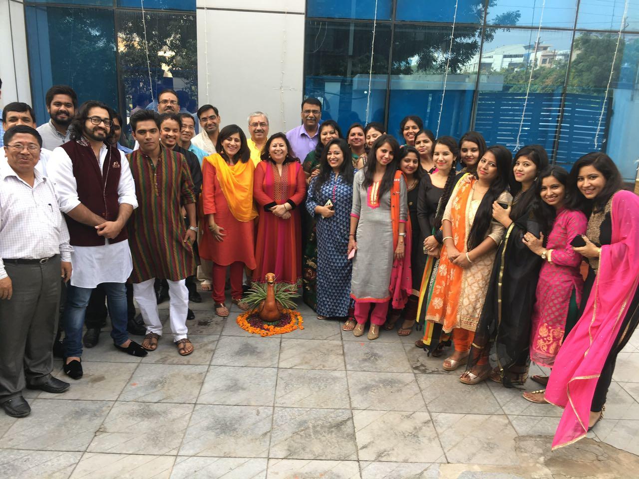 http://www.adityabooks.in//Upload/PhotoGallery/18062019_063719_DiwaliCelebrations.jpg